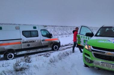 Desde Defensa Civil se trabaja juntos con otros organismos para poder despejar la nive de las rutas.