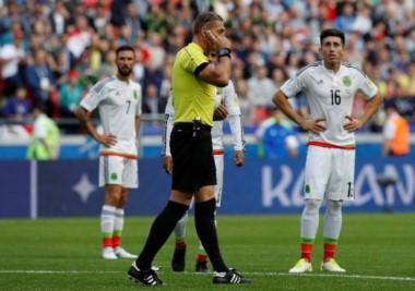 El árbitro argentino Néstor Pitana le anuló un gol a Pepe luego de recurrir al Video Ref.