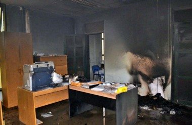 Quemado. Una postal de cómo quedó una de las oficinas de la Cooperativa tras el paso de las llamas.