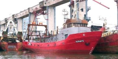 """El buque """"Repunte"""" de 32,7 metros de eslora, soltó amarras del muelle de Mar del Plata el 13 de junio."""