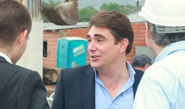 Javier Iguacel admitió los retrasos y reveló que multaron a la empresa.