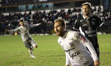Segundo triunfo del año para Villa Dálmine jugando como visitante: 1-0 a All Boys en Floresta, gol de Pablo Burzio. (Foto: @webdelviola).