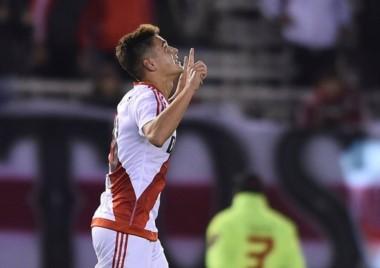 El festejo al cielo de Martínez Quarta, que luego de la polémica por el doping positivo, marcó el 1-0 para River ante Aldosivi.