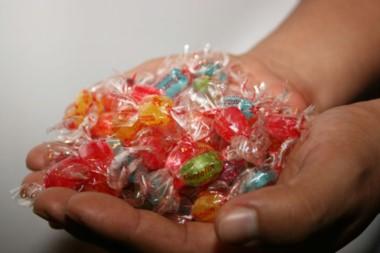 El empresario relegaba caramelos a las niñas para ganar su confianza y poder abusar de ellas.