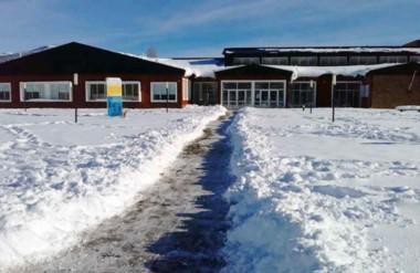 Aún se trabaja para despejar la nieve de aquellos lugares que quedaron intransitables.