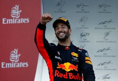 Ricciardo festeja su triunfo en Azerbaiyán.