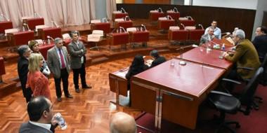 Reemplazo de Arcioni. Adrián López explica a los diputados las razones para dar por fracasada la sesión.