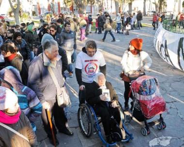 La tradicional marcha de los jueves tuvo su apéndice en Puerto Madryn.