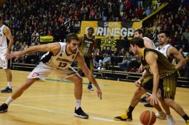 Estudiantes de Olavarría hizo su parte para volver a la Liga Nacional: ganó el primero de visitante.