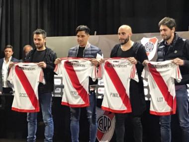 Ignacio Scocco, Enzo Pérez, Javier Pinola y Germán Lux fueron presentados como nuevos refuerzos de River.