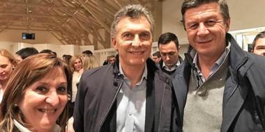 La foto en Buenos Aires. El presidente junto a la fórmula de Cambiemos de Chubut que busca el Congreso.