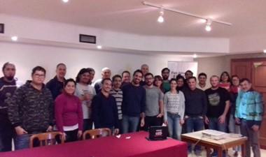 Alexis Burgos y comunicadores de la zona durante el curso.