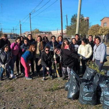 El municipio capitalino donó 300 bolsas de residuos.