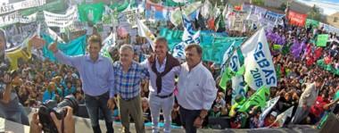 Una foto . En marzo de 2015, en plena campaña, Das Neves encabezó un acto en Trelew junto a Sergio Massa, Mariano Arcioni y el entonces intendente de Trelew, Máximo Pérez Catán.