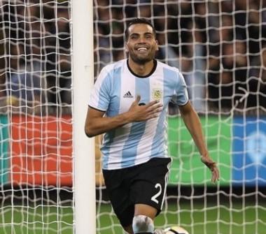 En el debut de Sampaoli en el banco, la Selección venció 1-0 a Brasil con gol de Gabriel Mercado.
