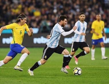 Messi no tuvo un buen rendimiento ante Brasil y se vuelve a la Argentina por el casamiento.