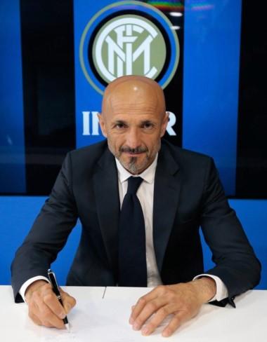 Spalletti es oficialmente el nuevo entrenador del Inter de Milán. Firmó un contrato por dos temporadas.