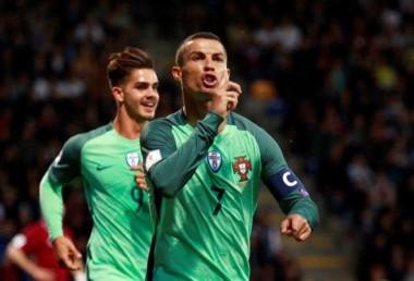 En su seleccionado, Cristiano Ronaldo también es figura y goleador.