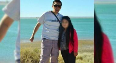 El cabo de la policía de Piedra del Águila, Neuquén, junto a su hijita. El hombre la asesinó  al dispararle con su arma reglamentaria y después se suicidó en el interior de su vivienda.