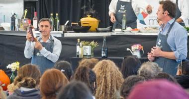 La gran carpa de Madryn al Plato se convirtió en un cocina donde los chefs invitados exhibieron su talento .