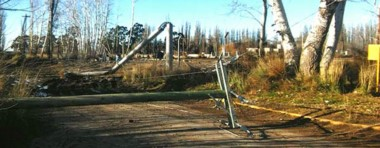 Algunas de las líneas que cayeron durante el temporal de viento y que debieron ser repuestas.