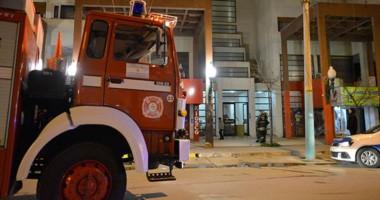 Los bomberos pudieron sofocar el fuego que se produjo en el sexto piso producto de una quema.