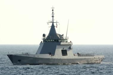 Los buques cuentan con una amplia gama de capacidades activas de prevención y acción para vigilancia marítima, incluyendo lanchas rápidas y el transporte de helicópteros.