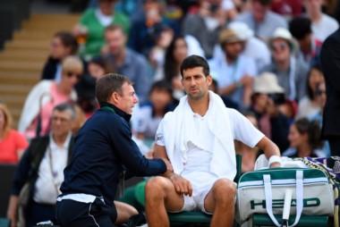 No va más! Tras ir 7-6 (2) y 2-0 abajo, Djokovic abandonó y Berdych es semifinalista de Wimbledon.