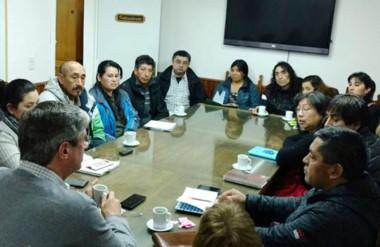 Acuerdo. El intendente discutió en su despacho, con los vecinalistas, la nueva alternativa para los barrios.