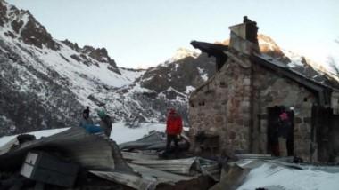 El refugio sufrió una gran destrucción (foto Barilocheopina)