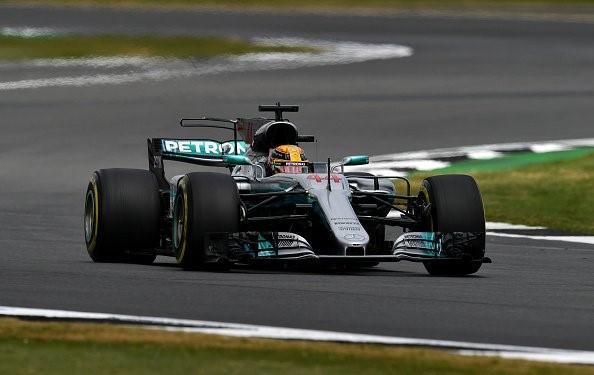 Pole para Lewis Hamilton con un 1:26.600. Raikkonen supera a Vettel, y Bottas, noveno.