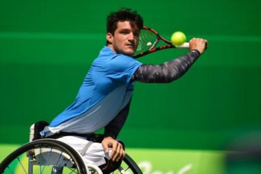 Crack en serio.  Gustavo Fernández se metió en la final de tenis sobre silla de ruedas.