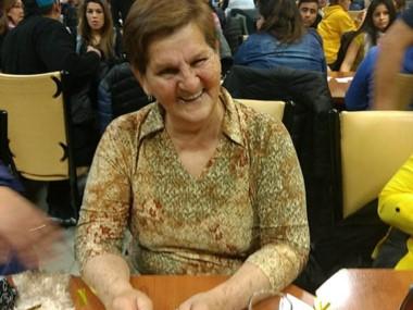 La jubilada Reyes González cantó bingo en la bolilla 40 y que representó sacarse el pozo acumulado que ascendía a 1.095.641 pesos.