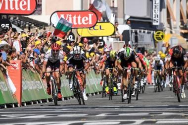 El australiano Matthews logra su segundo triunfo de etapa en el Tour.