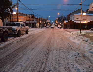 El hielo provoca inconvenientes en Esquel.