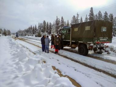 El Gobierno dispuso un gran operativo con Gendarmería y el Ejército en las zonas más afectadas por la ola polar.