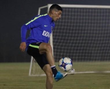 Cristian Espinoza y la pelota, una relación que se hace fuerte en Paraguay. El ex Huracán ya se vistió con los colores de Boca.