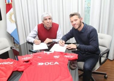 Nicolás Domingo ya es jugador del Rojo. El volante llaga libre de River y selló su vínculo por 3 años.