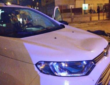 El vehículo que las atropelló tenía daños en la trompa y el capot.