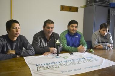 Los responsables. La conferencia fue el jueves con la presencia de Norberto Cayún y Alejandro Vargas.