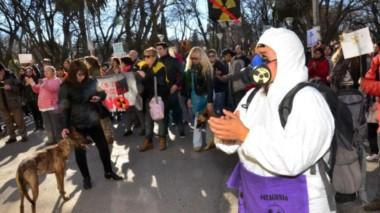 Hubo protestas en cada movimiento que realizó la comitiva oriental. (Foto: Marcelo Ochoa)