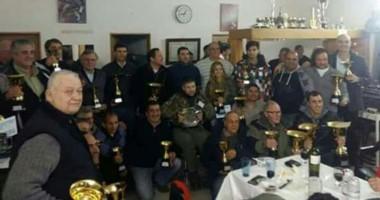 Los participantes posaron con sus trofeos en la cena de agasajo que se realizó tras la competencia.