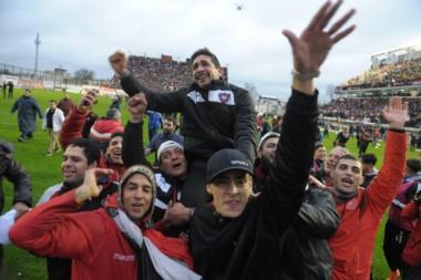 Tras conseguir el ascenso, hoy Chacarita debuta en la Superliga.