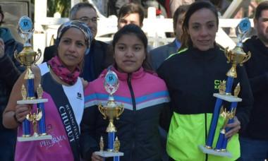 El podio. Karina Mercado (1º), Graciela Paz (3º) y Jimena Tamargo (2º).