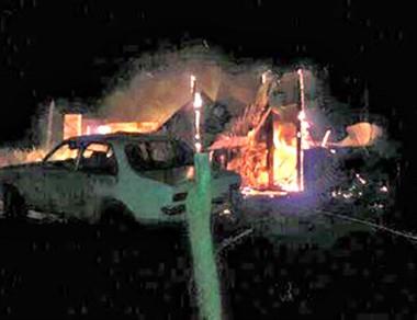 El voraz incendio destruyó por completo la vivienda en La Galesa.