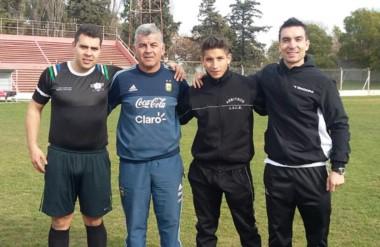 Nicolás Díaz (izq.) y  Nicolás Ibarnegaray (centro der.), dos de los árbitros que rendirán el examen.