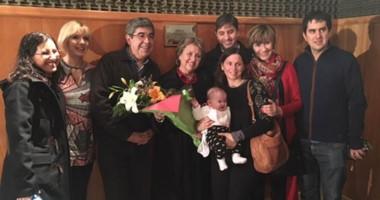 La familia de Corneo, directivos, docentes y estudiantes durante el acto  de nombramiento del estudio.