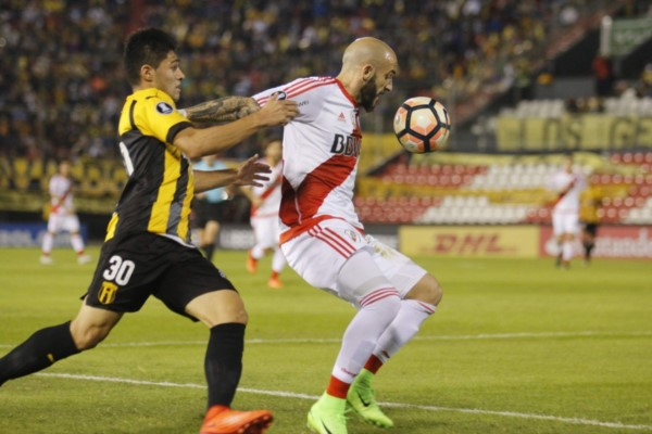 En la ida, River se impuso 2-0 con goles de Scocco y Larrondo. Hoy juegan la vuelta en el Monumental.