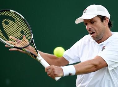 Zeballos también se despidió de Wimbledon: después de la suspensión por falta de luz, Lorenzi lo terminó 7-6, 4-6, 7-6 y 7-5.