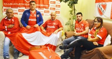 Rojos. Los integrantes de la Comisión de la flamante Peña de Independiente se presentaron oficialmente.
